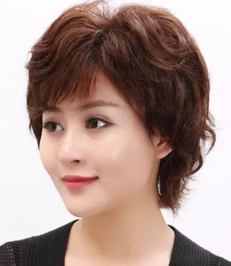 35到40岁女人发型短发_显年轻的40岁短发发型