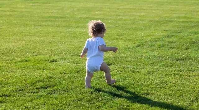 宝宝这4种走路姿势 家长一定要纠正
