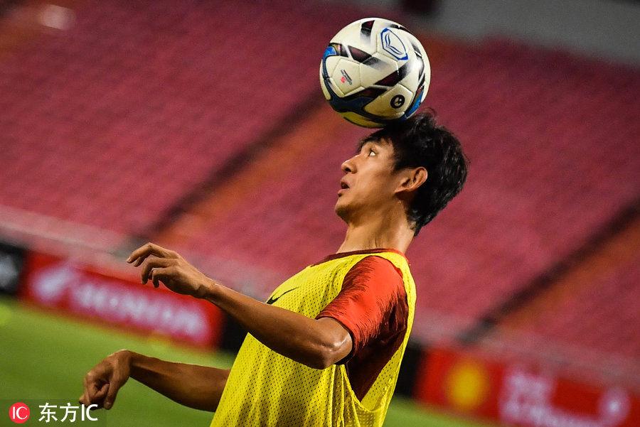 中国男足泰国备战友谊赛 大战在即黄紫昌训练