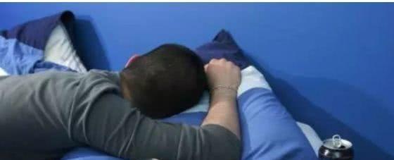 15岁男孩依然与妈妈睡同床:失去界限的亲情,终将引来恶果
