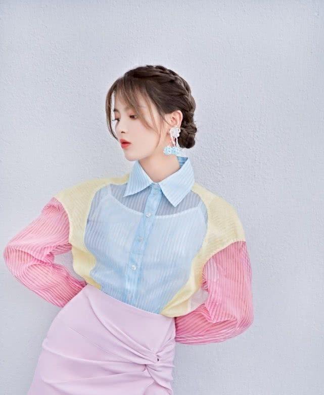 锦鲤少女喜迎七夕!不仅拼色上衣很有看点,半身裙也是很特别
