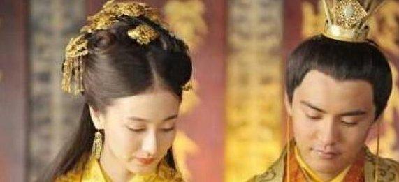 妃子因病被赶出皇宫,8年后再进宫成为皇后,皇帝死前说唯独杀她