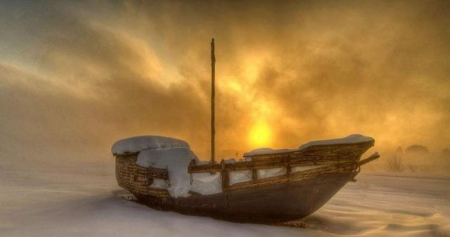 日本海边现幽灵船:载着白骨靠岸,原因仍是未解之谜!