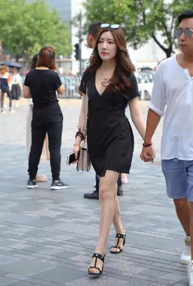 高跟鞋搭配裙子,穿出时尚又浪漫的味道