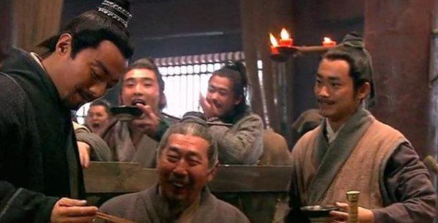 李逵丧母后跟宋江哭诉,宋江为何不安慰他反而笑了?足以暴露本性