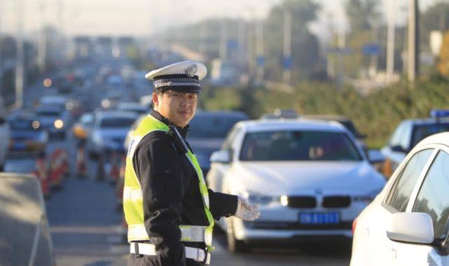 车管所通知:驾驶证周期不再是12分,年检不用贴标签!