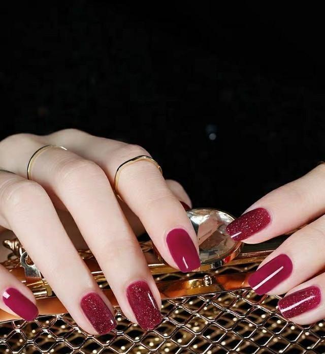指尖的一抹色彩点亮整个夏天,看看那些好看又显白的指甲油