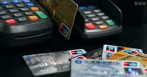 每个月靠几张信用卡不停的周转还款,但是发现越欠越多,怎么办?