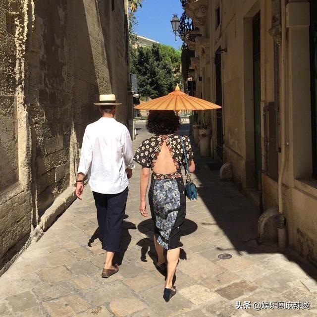 """金星52岁生日,老公""""妇唱夫随""""秀恩爱,身姿妙曼气质高贵优雅"""