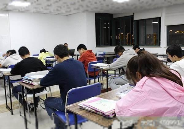 中考借读了,花几万进教师还是去普通高中?高中山东省重点失利图片