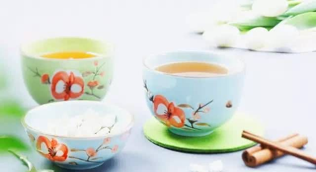 茶还没喝够,我怎敢老去?