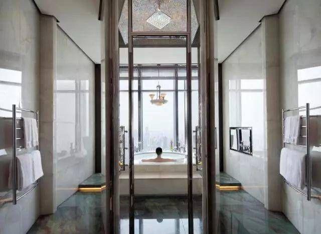 睡衣浴室的房间都是透明的?原来并不是情趣睡袍酒店图片