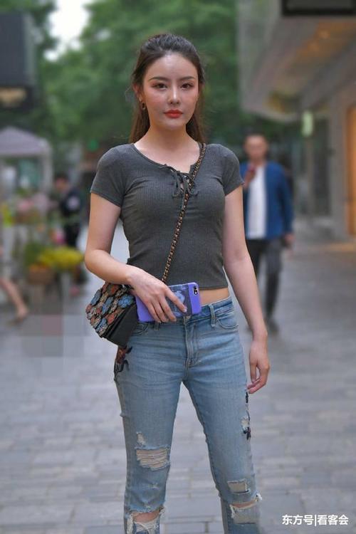 街拍:身材高挑的大长腿美女,酒电脑高跟鞋搭配好红色美女身材屏保图片