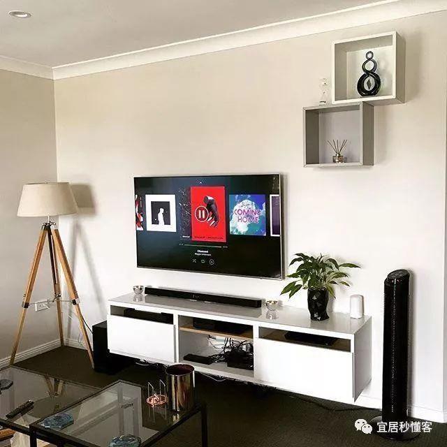 幕布和电视柜的极简搭配 可以定制多种选择方案,能够搭配任何客厅风格