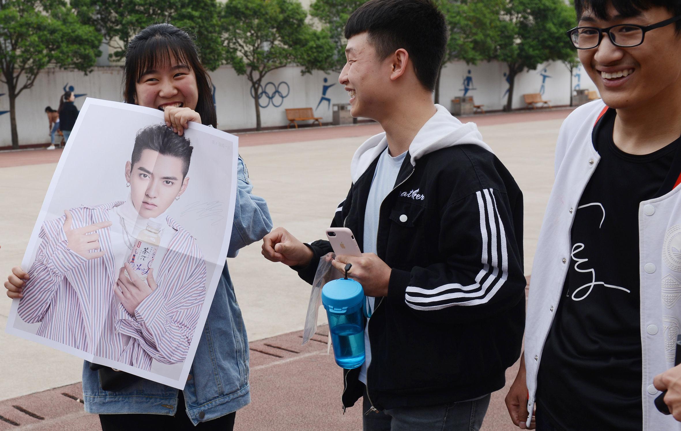 2018年4月25日,郑州幼儿师范高等专科学校,一位男生在练习钢琴.