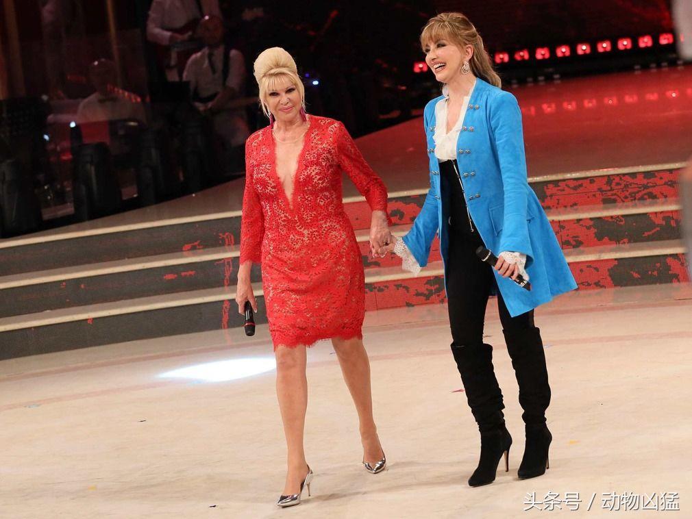 身前妻_特朗普前妻身穿透视红裙亮相 性感热舞画面