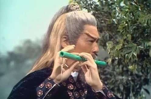 黄药师活了多少岁?他比杨过大70岁,襄阳城破,他绝不会来的