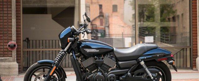"""哈雷最廉价摩托,57马力V型双缸标配ABS,一身""""战斗黑""""很霸气"""