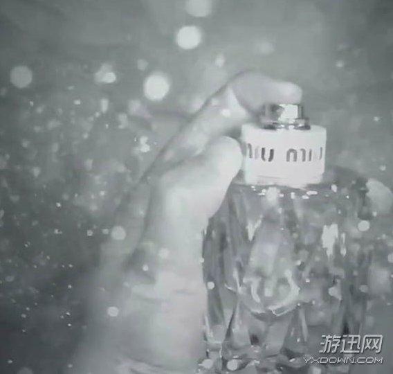 抖音对自己喷香水视频怎么拍?抖音对自己喷香