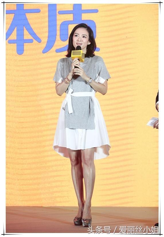 章子怡踩20厘米高跟鞋双腿反光,网友:难怪要穿短裙
