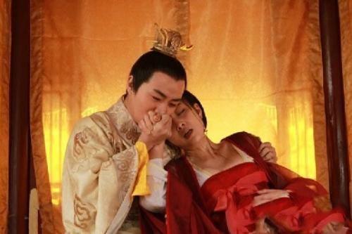 皇上凶猛_古代妃子来例假,恰巧皇上来了,该怎么满足皇上呢