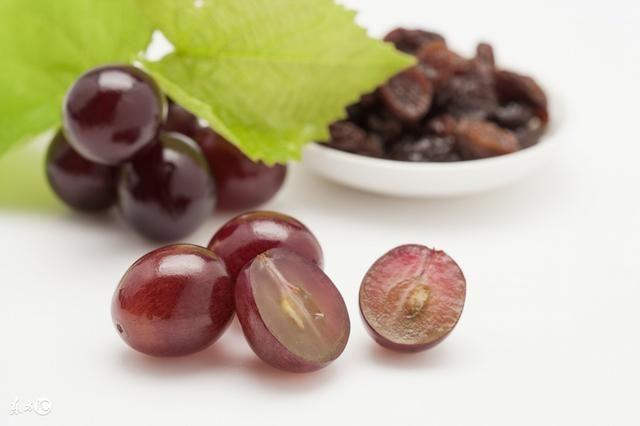 孕妇多吃葡萄能生大眼宝宝?都是谣言!吃太多只