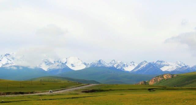新疆地下有个神秘的地洞