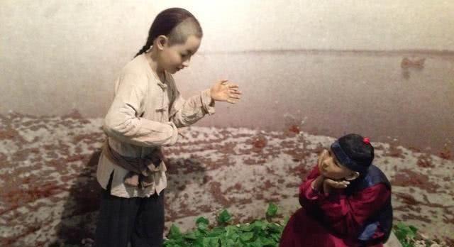 """鲁迅少年的玩伴""""闰土"""",晚年因无钱治病逝世,他的后代过得怎么样"""