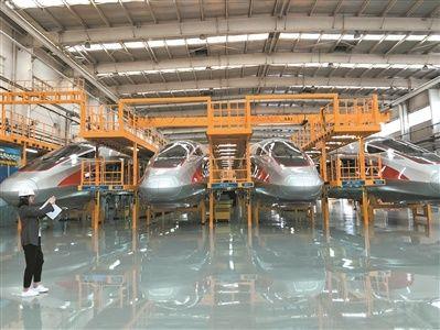 广州日报记者探访中车青岛四方机车车辆股份有限公司的总装厂房.