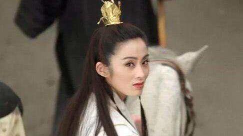 除了朱茵经典的紫霞仙子眨眼,射雕英雄传的黄蓉也是少女感满满,古灵图片