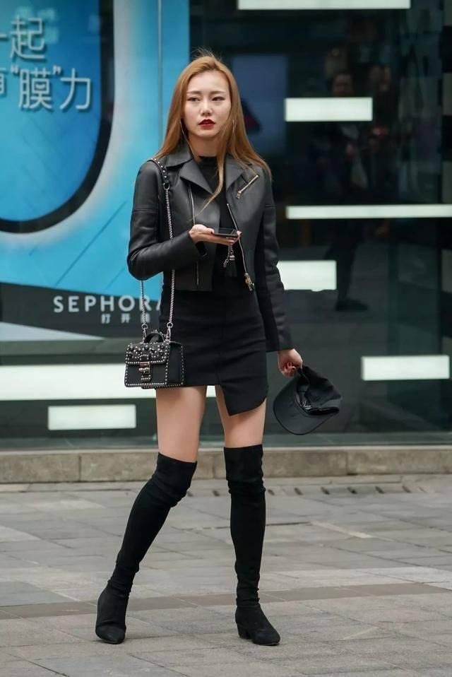 街拍:穿长筒靴的美腿金发明星足球,超赞!女友最性感美女性感哪个图片