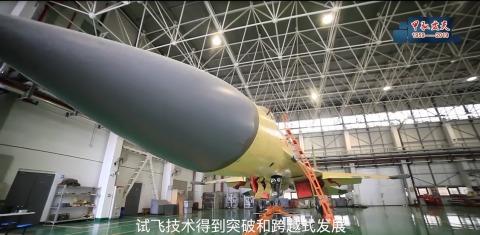 """试飞院首次曝光歼11D原型机:雷达罩明显""""上翘""""(图)"""