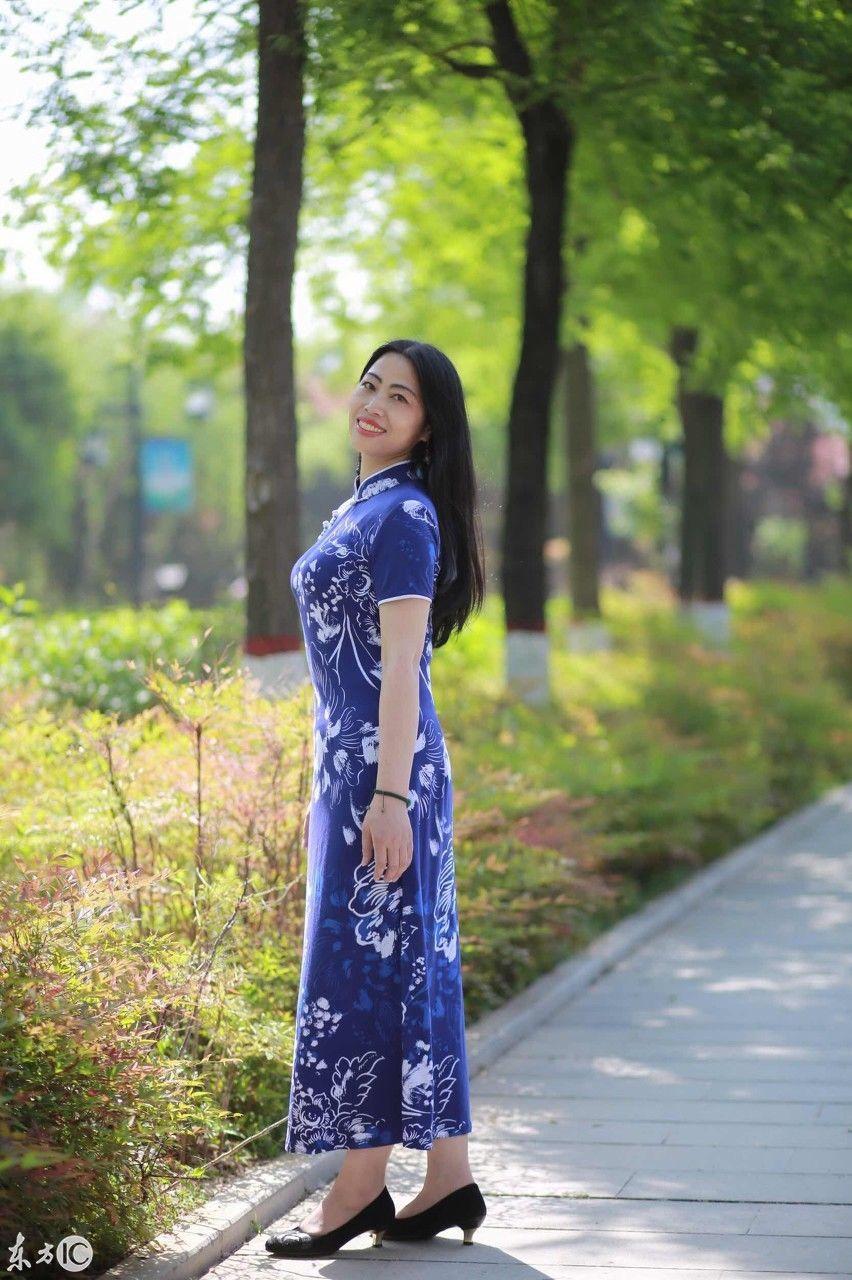 夏季穿旗袍也是别样风景,短袖气质