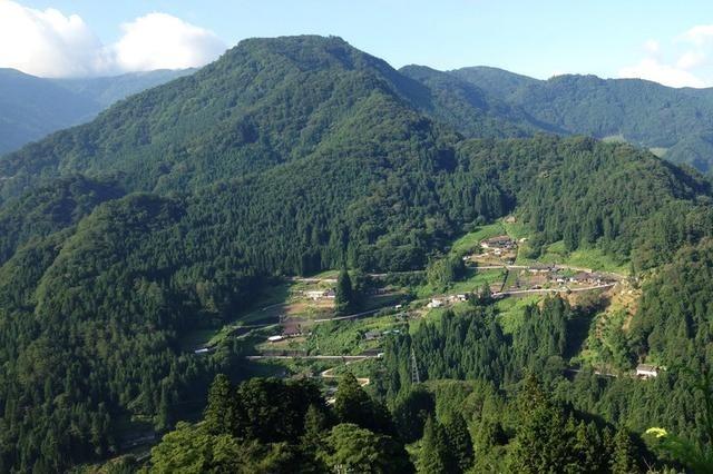 直击日本诡异娃娃村:只剩1人说话,350个娃娃花千骨舞情趣图片