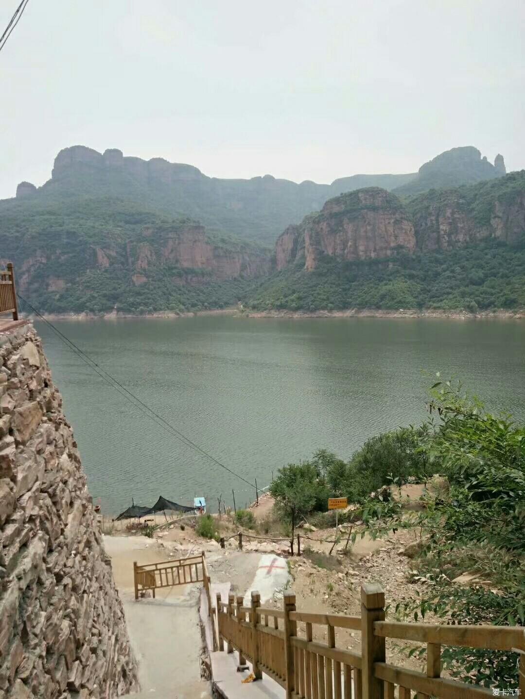 沙河市桃花源风景区全称河北省沙河市桃花源风景区,是集青山秀水和