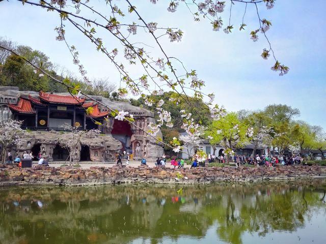 三山道院,坐落于无锡太湖三山仙岛上,是全国唯一建在岛上的道院,由灵