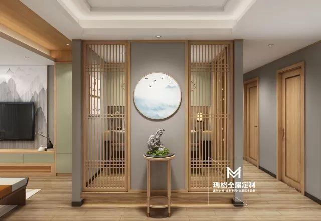 为缓解收纳,影视墙两边设计电视柜.