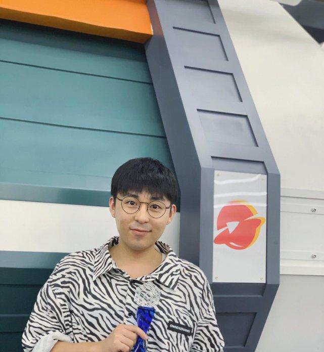 """<b>导演张玮鑫获2019中国综艺峰会""""匠心制作人"""",致敬匠心精神</b>"""
