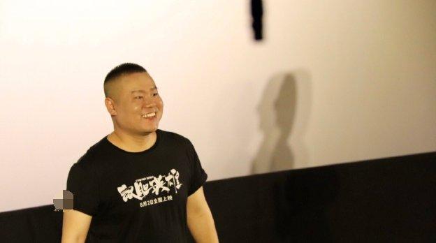 孟鹤堂周九良现身支持岳云鹏电影《鼠胆英雄》,小岳岳表示压力大