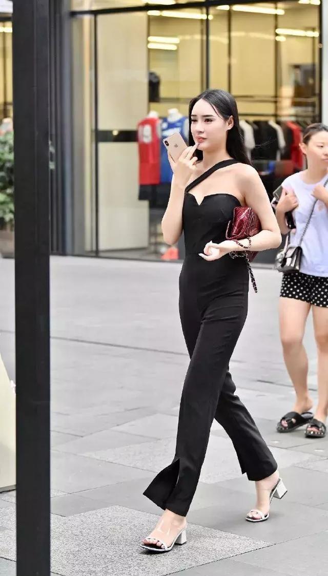 女生搭配高跟鞋,穿出青春独有的姿态