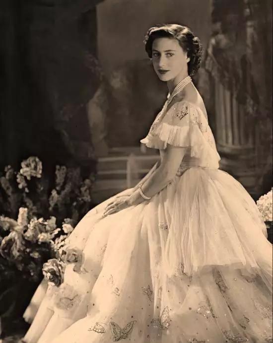 英国女王的妹妹玛格丽特公主同一个爹妈