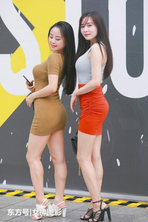 时尚女性网|热点:美女街拍:时尚优雅,展现曲线身材!