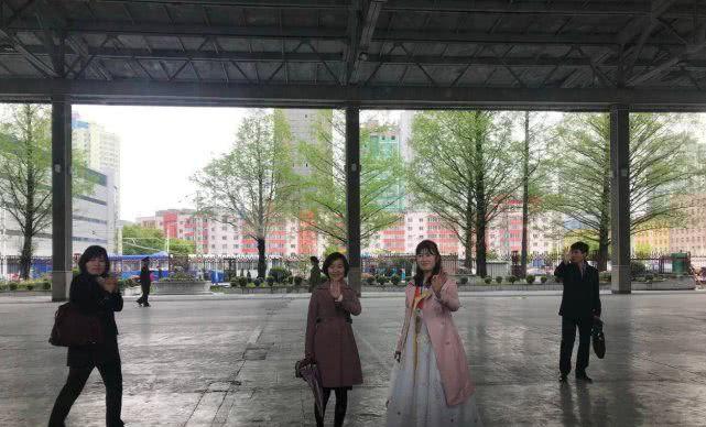 <b>实拍朝鲜:镜头下漂亮的朝鲜女交警、女导游和女服务员</b>