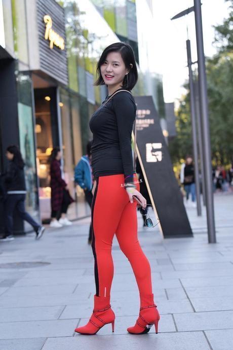 东方时尚网-街拍:清秀素颜的小姐姐,包藏这迷人的美!
